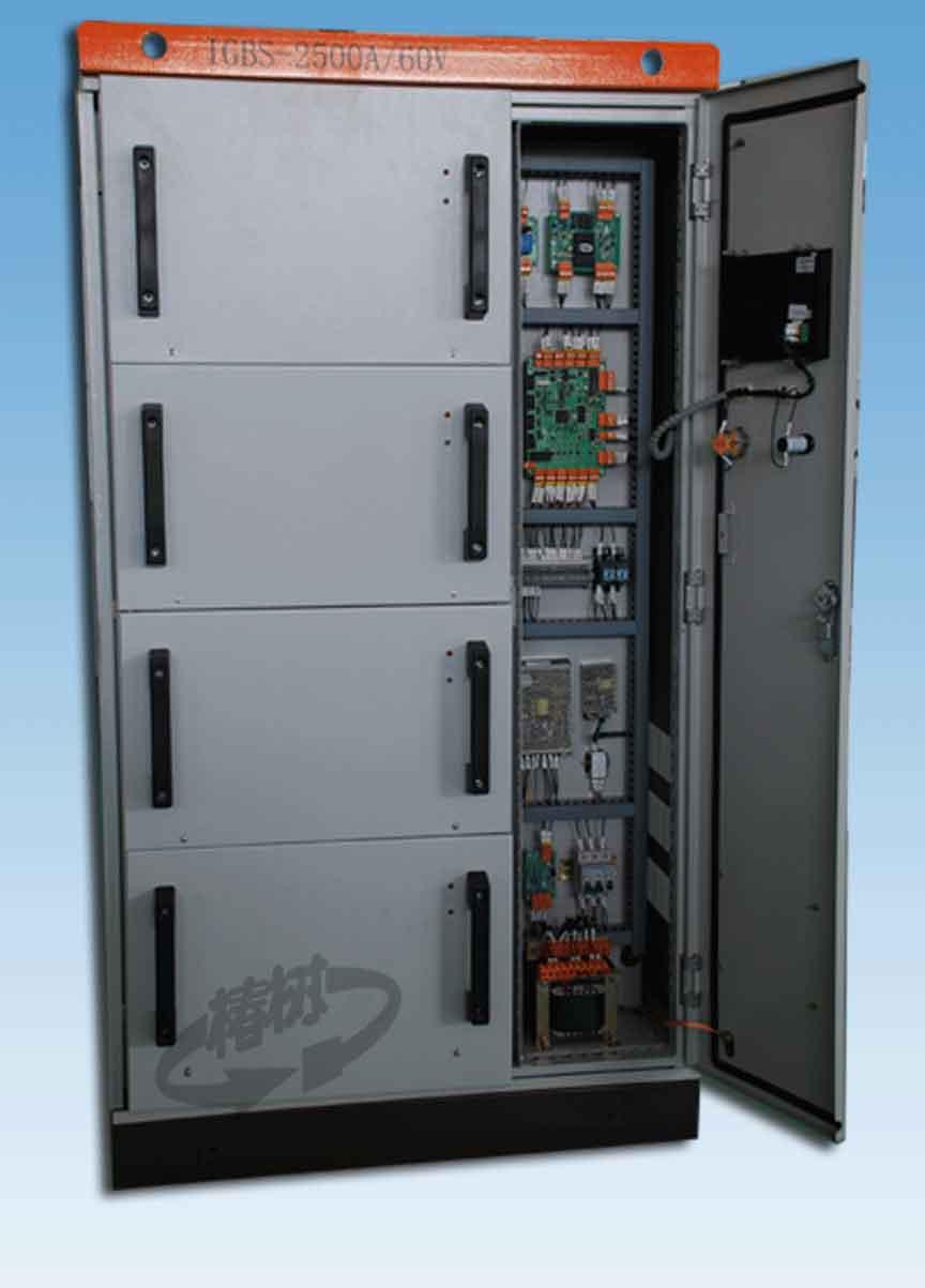 简要描述:   专为单晶硅炉加热设计的一体化节能电源,适用于各种型号的石墨加热单晶炉,为晶体生长过程提供持续稳定的恒功率直流加热源。   详细描述:   =产品用途=   专为单晶硅炉加热设计的一体化节能电源,适用于各种型号的石墨加热单晶炉,为晶体生长过程提供持续稳定的恒功率直流加热源。    =产品特点=   1.